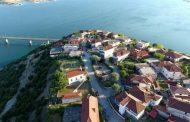 Τουριστικός προορισμός η πανέμορφη Νεράιδα – Δεκάδες μηχανόβιοι τουρίστες έκαναν στάση στη λίμνη