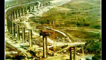 Με εννιά νεκρούς εργάτες και δεκάδες σακατεμένους «θεμελίωσε» ο «αρχιμάστορας» το Φράγμα πολυφύτου και τη Γέφυρα Σερβίων (του Στέφανου Πράσσου)